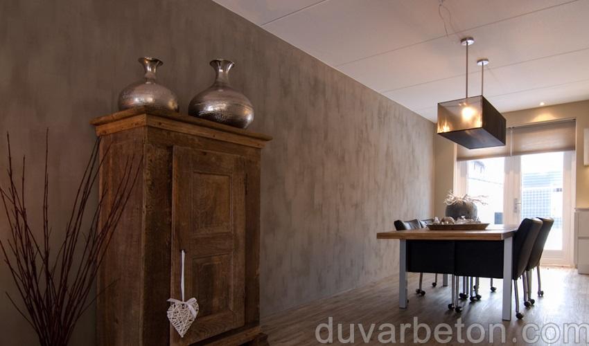 salon-beton-gorunumlu-duvar-dekorasyonu