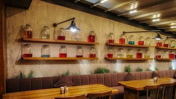 Moody's cafe brüt beton duvar dekoru