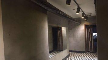 Kafelerde brüt beton duvarlar