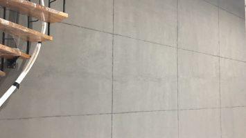 Brüt beton görünümlü duvarlar